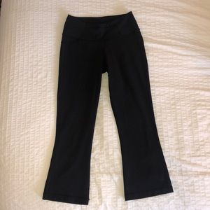 LULULEMON - 4 Black Groove Crop